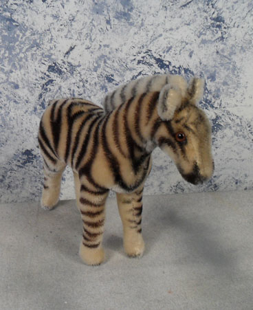 1949 6522.0 Steiff Zebra, Mohair, Button and US zone tag but no chest or ear tags. $95.00